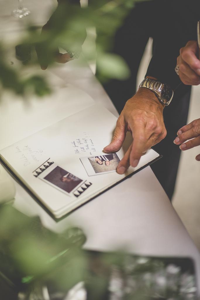 Reportage mariage Auch - livre d'or avec polaroids - Photographe mariage Gers