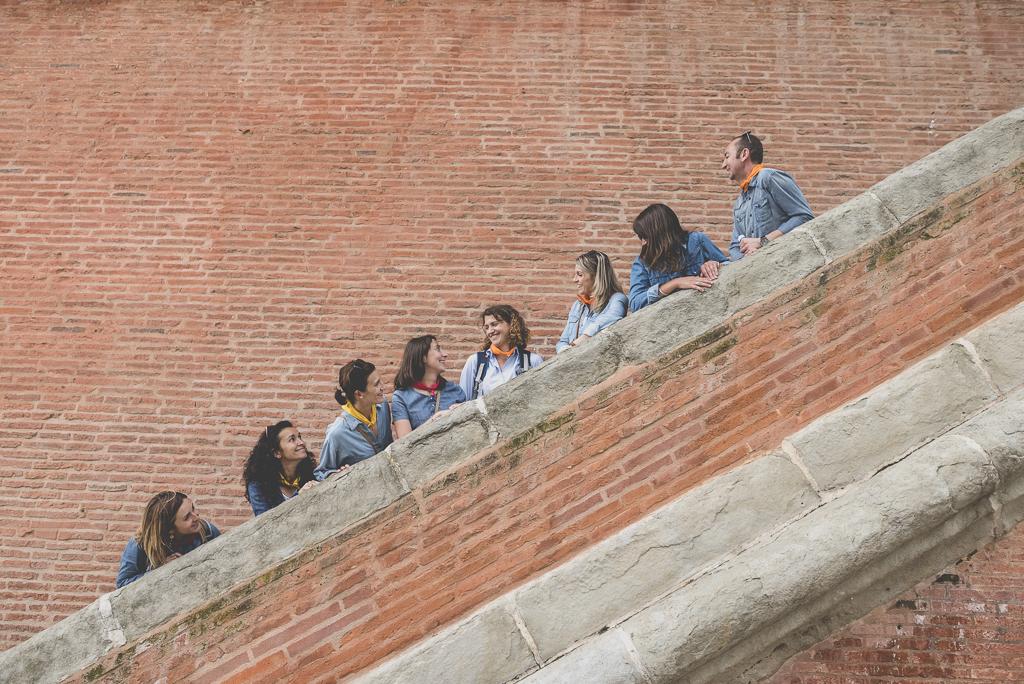 Séance photo enterrement de vie de jeune fille Toulouse - groupe dans escalier - Photographe EVJF Toulouse