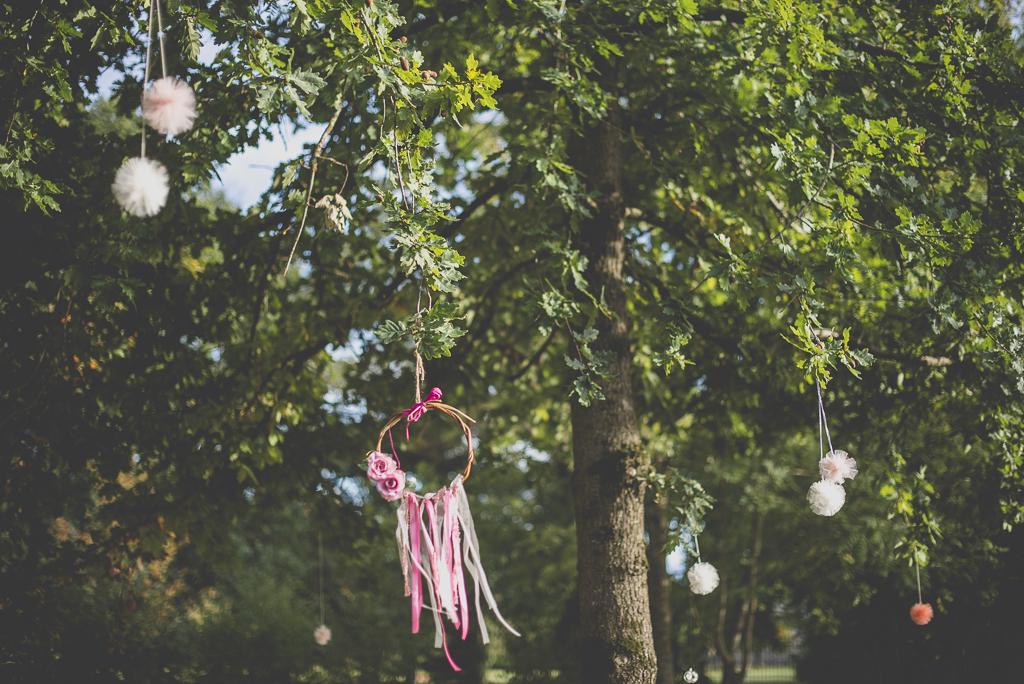 Reportage mariage automne Saint-Gaudens - decoration des arbres ceremonie laique - Photographe Saint-Gaudens