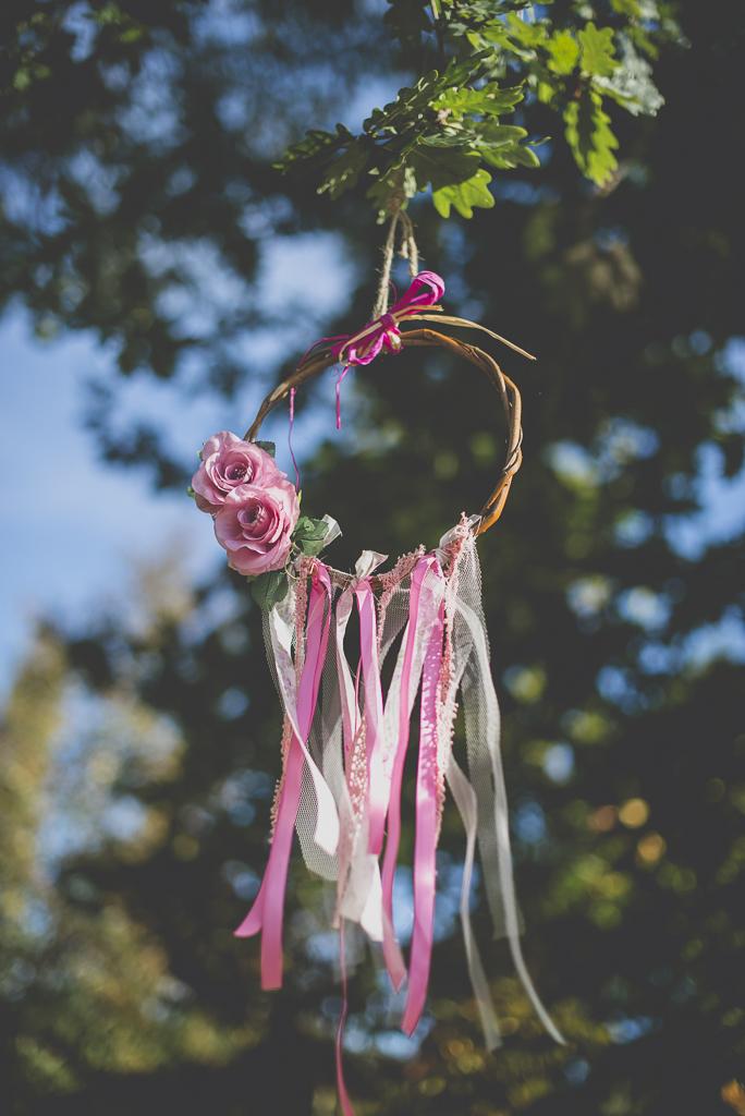 Reportage mariage automne Saint-Gaudens - rubans et fleurs decoration ceremonie laique - Photographe Saint-Gaudens