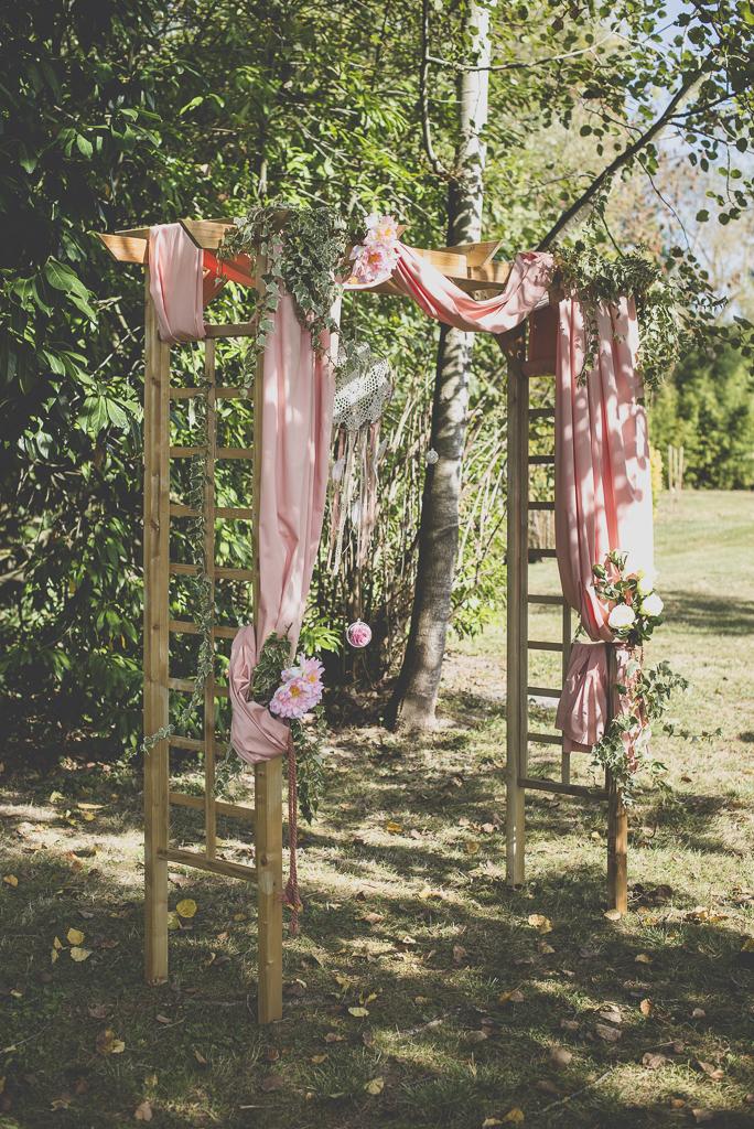 Reportage mariage automne Saint-Gaudens - arche ceremonie laique - Photographe Saint-Gaudens