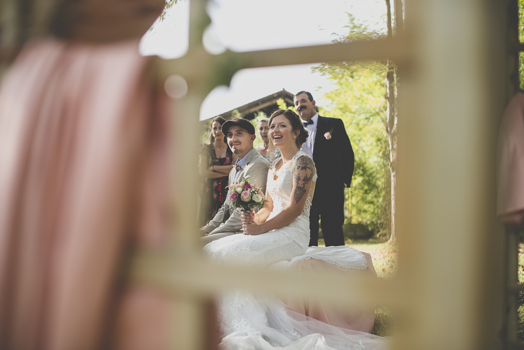 Reportage mariage automne Saint-Gaudens - mariés pendant ceremonie laique - Photographe Saint-Gaudens