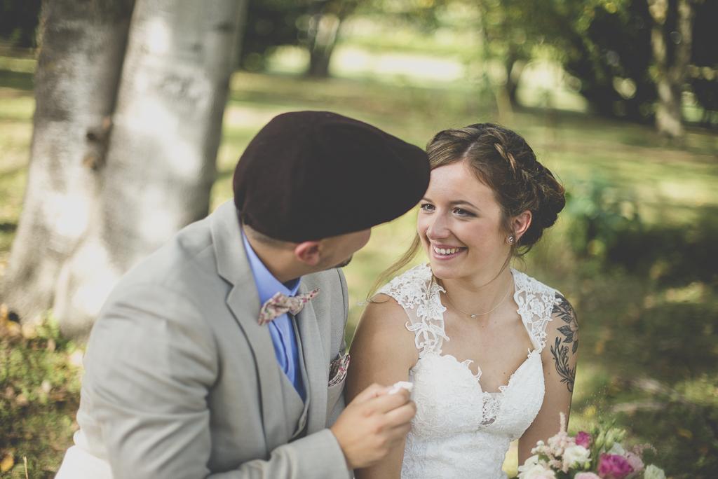 Reportage mariage automne Saint-Gaudens - mariés pendant cérémonie laique - Photographe Saint-Gaudens
