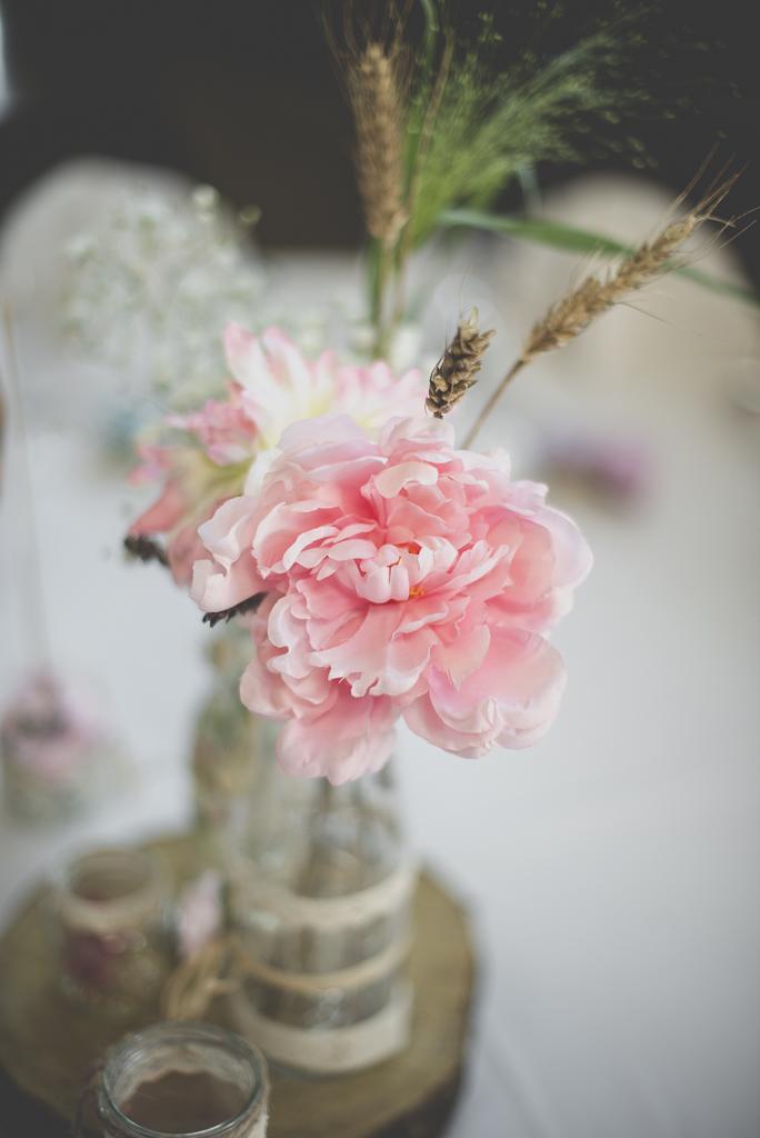 Reportage mariage automne Saint-Gaudens - bouquet de fleurs décoration de table - Photographe Saint-Gaudens