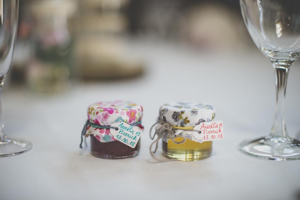 Reportage mariage automne Saint-Gaudens - cadeau invité petit pot de confiture - Photographe Saint-Gaudens