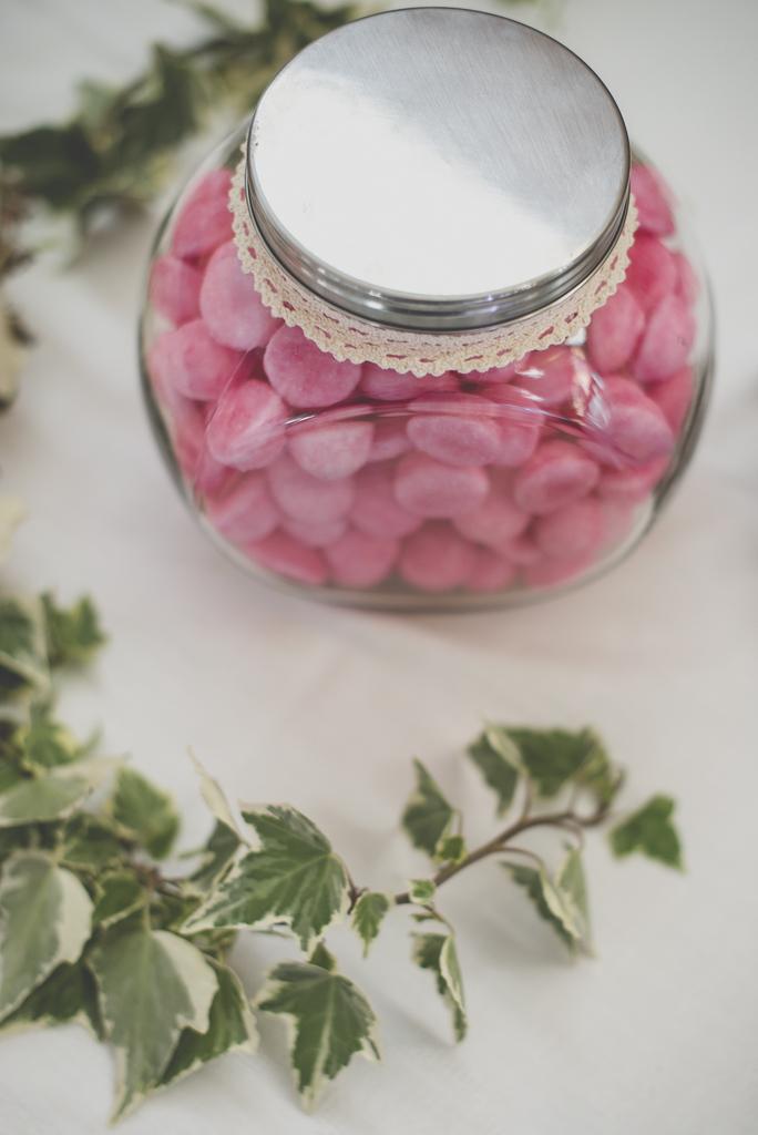 Reportage mariage automne Saint-Gaudens - bonbonnière fraise tagada - Photographe Saint-Gaudens
