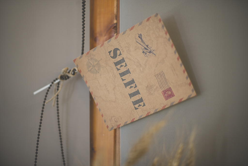 Reportage mariage automne Saint-Gaudens - décoration table photobooth - Photographe Saint-Gaudens