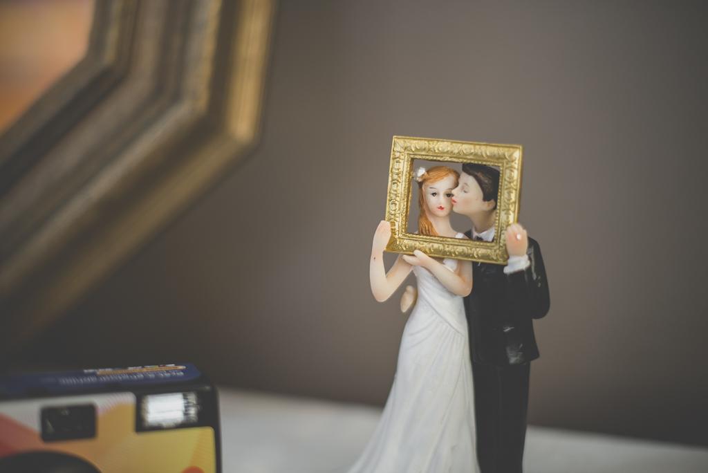Reportage mariage automne Saint-Gaudens - figurine pour table photobooth - Photographe Saint-Gaudens
