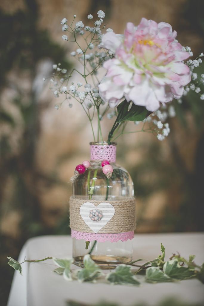 Reportage mariage automne Saint-Gaudens - décoration florale rose - Photographe Saint-Gaudens
