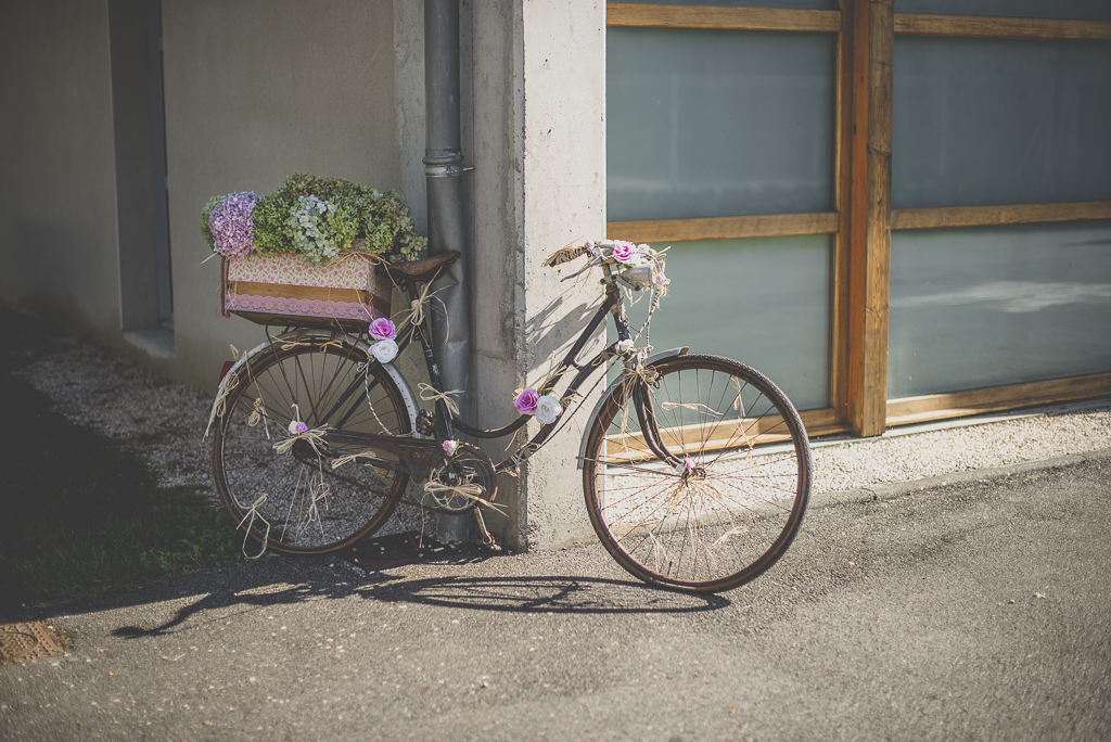 Reportage mariage automne Saint-Gaudens - vieux vélo décoré - Photographe Saint-Gaudens