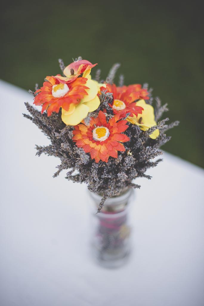 Reportage mariage automne Saint-Gaudens - décoration florale table - Photographe Saint-Gaudens