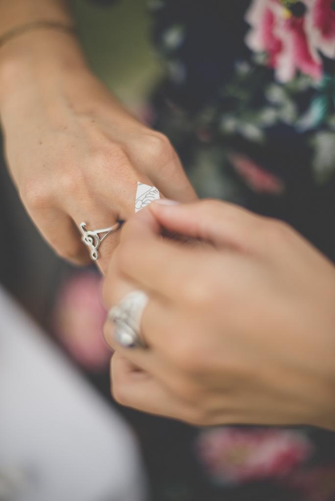 Reportage mariage automne Saint-Gaudens - tatouage éphémère - Photographe Saint-Gaudens
