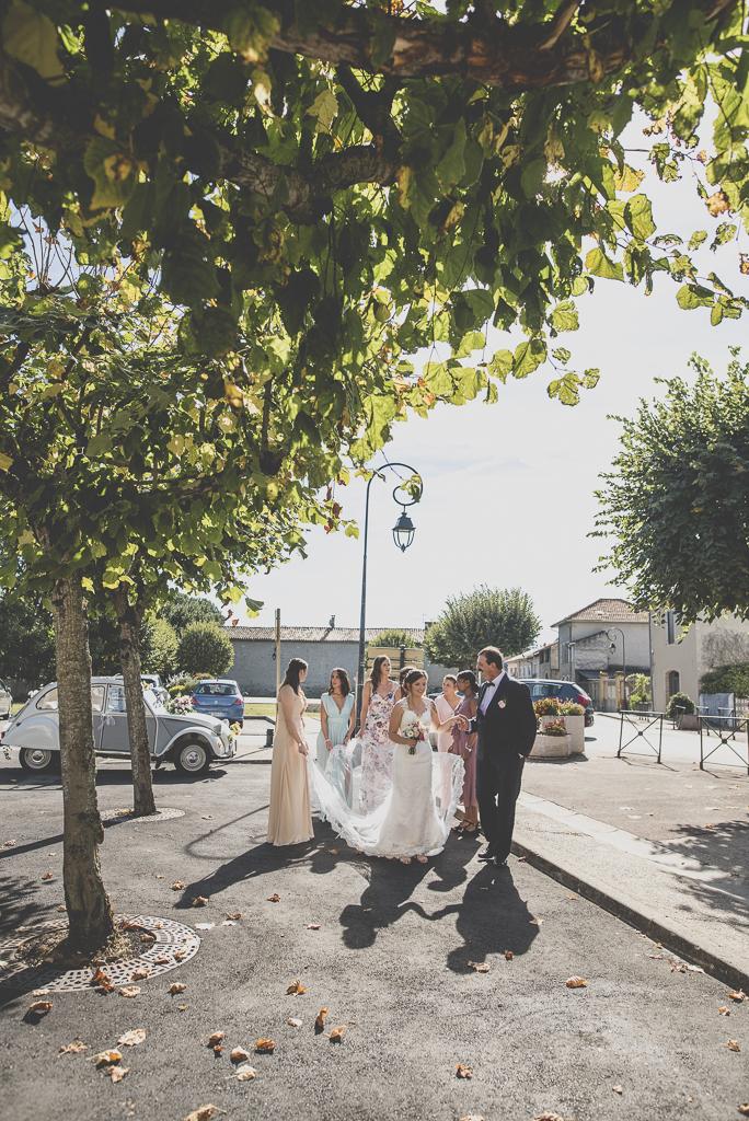 Reportage mariage automne Saint-Gaudens - arrivée de la mariée à la mairie - Photographe Saint-Gaudens