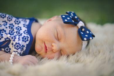 Séance photo naissance - Portrait nouveau-né qui dort - Photographe naissance