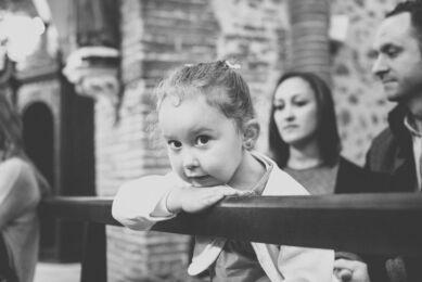 Séance photo famille - reportage baptême Mondavezan - portrait de petite fille - Photographe famille