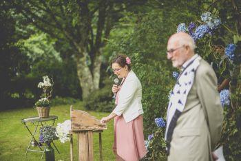 Reportage mariage Bretagne - cérémonie laique en extérieur - Photographe mariage