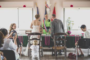 Reportage mariage région Toulousaine - cérémonie civile à la mairie de Seilh - Photographe mariage