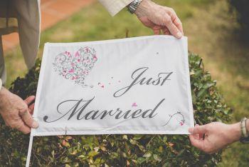 Reportage mariage région Toulousaine - drapeau Just married - Photographe mariage